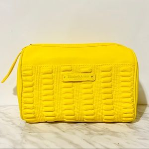 Spacious Makeup Bag || Elizabeth Arden New York